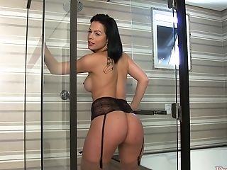Casting , Pisser, Sexy, Transexuelle , Sous La Douche ,